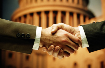 BUSINESS HANDSHAKE IN FRONT OF US CAPITOL